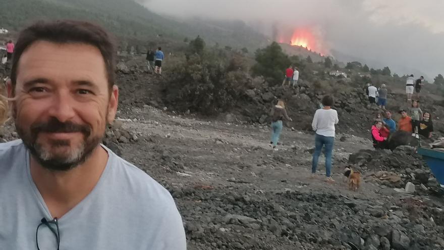 """Un cartagenero, en La Palma: """"Ver el volcán es increíble y el ruido es como del agua rompiendo en las rocas"""""""