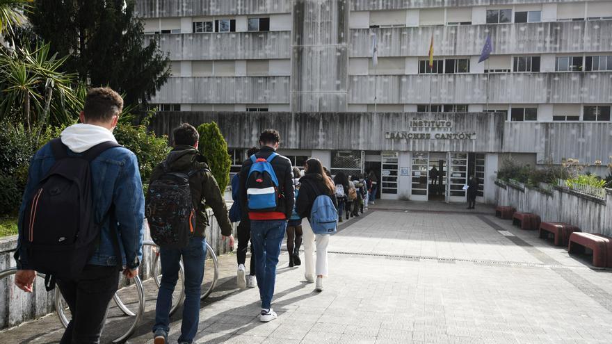 Cribados en institutos de Pontevedra y Poio tras brotes generados en actos de graduación y excursiones