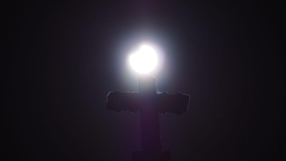 eclipse_jose_valdivia_ Cuntis3.jpeg