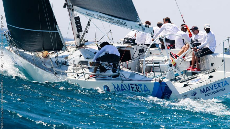 Más de 500 regatistas desembarcan en Alicante para disputar el Trofeo Tabarca