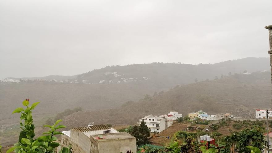 Nuboso con lloviznas al norte y viento a rachas fuerte el domingo en Canarias