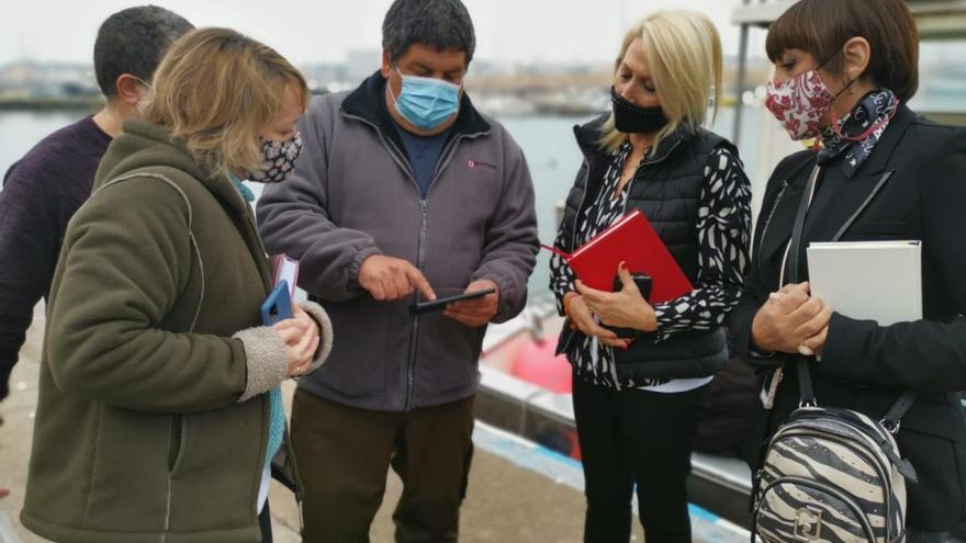 Olmedo mostra suport als pescadors i a la fàbrica d'anxoves de l'Escala