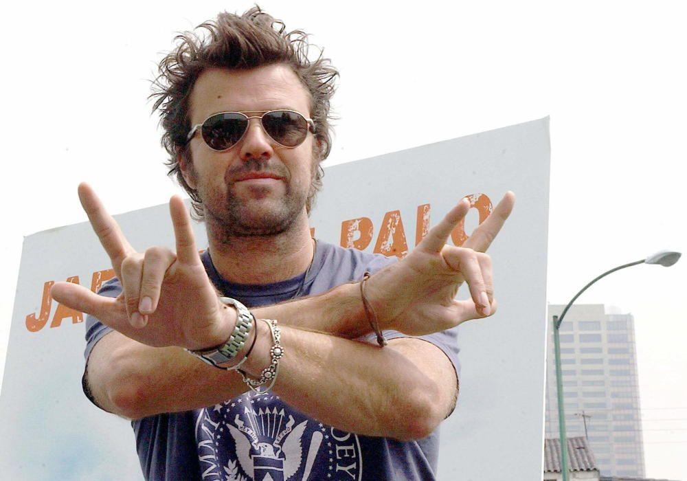 """Pau Donés, vocalista del grupo español """"Jarabe de palo"""", posa previo a una conferencia de prensa ofrecida en octubre de 2003 en Ciudad de México. EFE"""