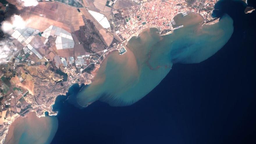 Así se ve desde el espacio la turbidez del mar en Águilas tras el paso de la DANA