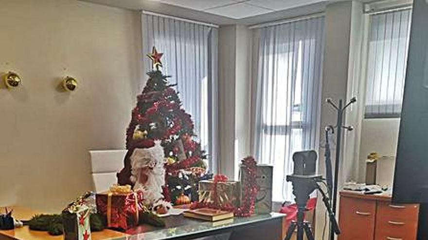 Papá Noel paseará hoy por Canet tras atender por videoconferencia a los niños