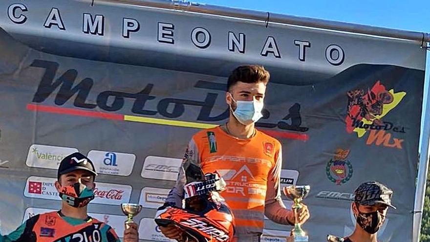 Víctor Sáez gana en Domeño y se coloca líder del autonómico de motocross