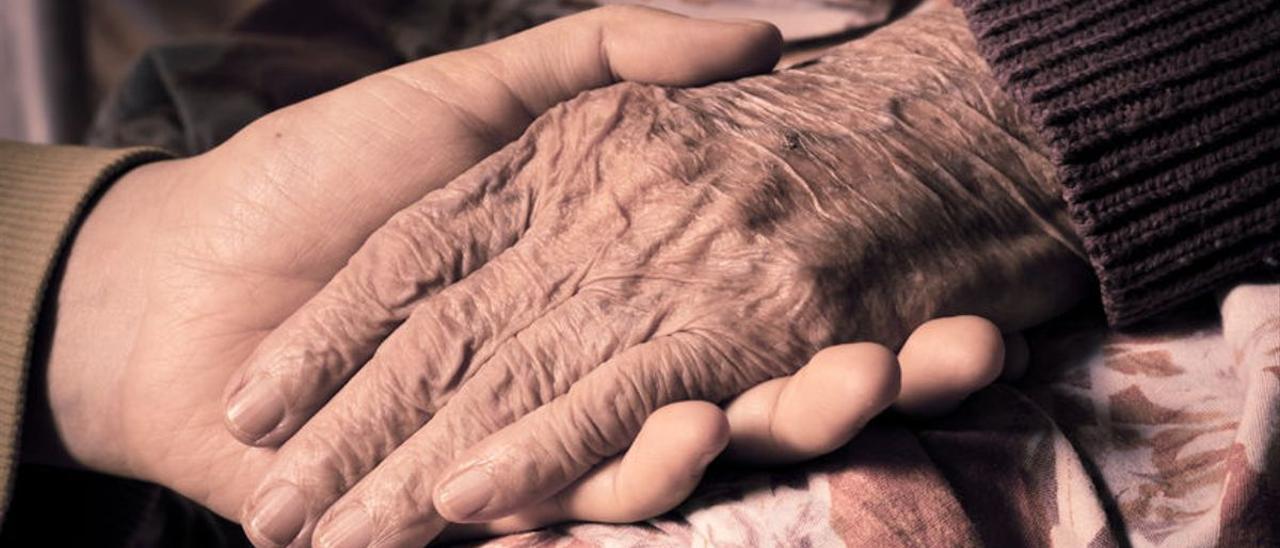 La persona que desee que le ayuden a morir deberá presentar dos peticiones por escrito.
