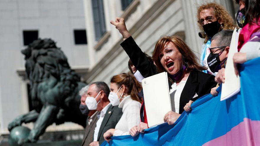 La abstención del PSOE pone en riesgo la ley trans