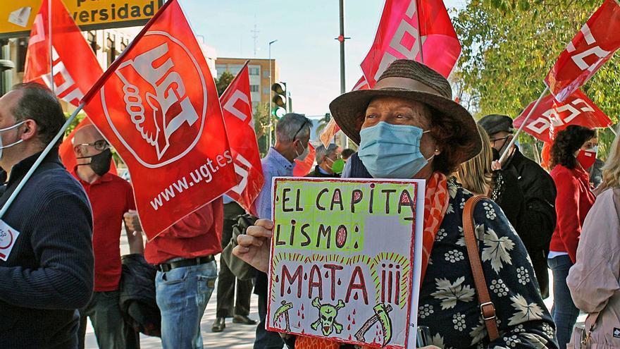 Los sindicatos salen a la calle en Murcia para pedir la derogación de la reforma laboral