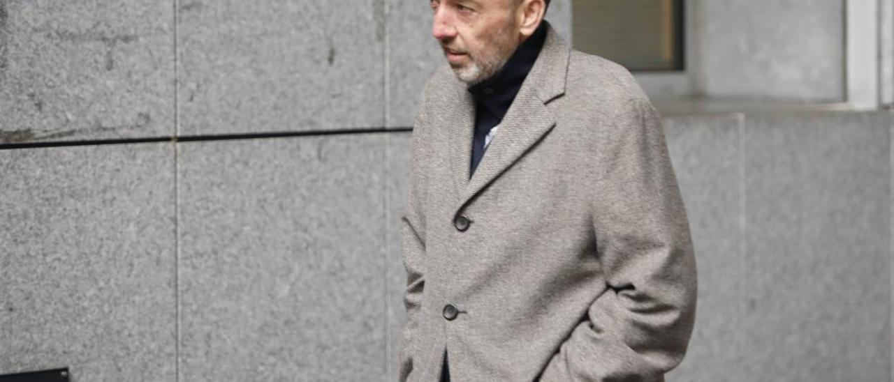 Natalio Grueso, camino del Juzgado.