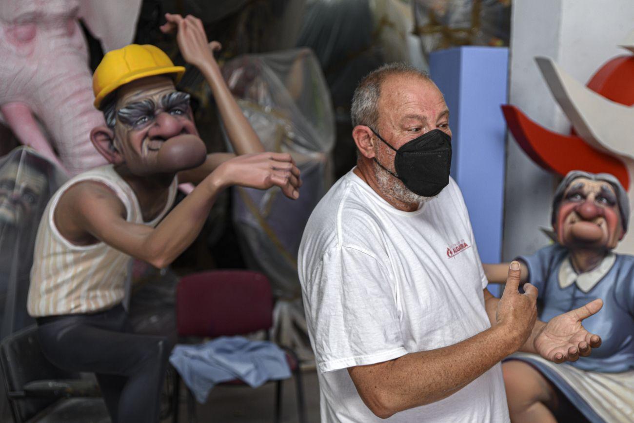 Así trabaja el artista Manuel Algarra para las Fallas 2021