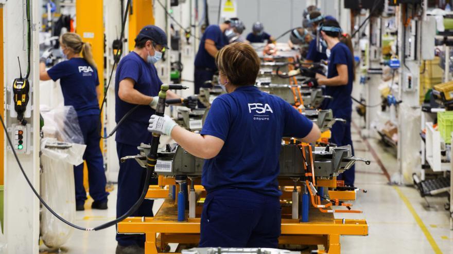 Galicia enfila la recuperación económica con la industria a la cabeza y el consumo al alza