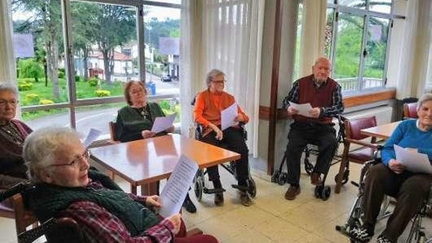 Día del Libro para los mayores de Amandi