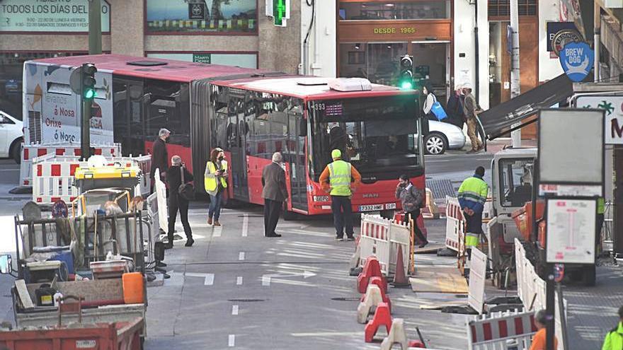 Recorte a una acera ampliada para que el autobús gire mejor