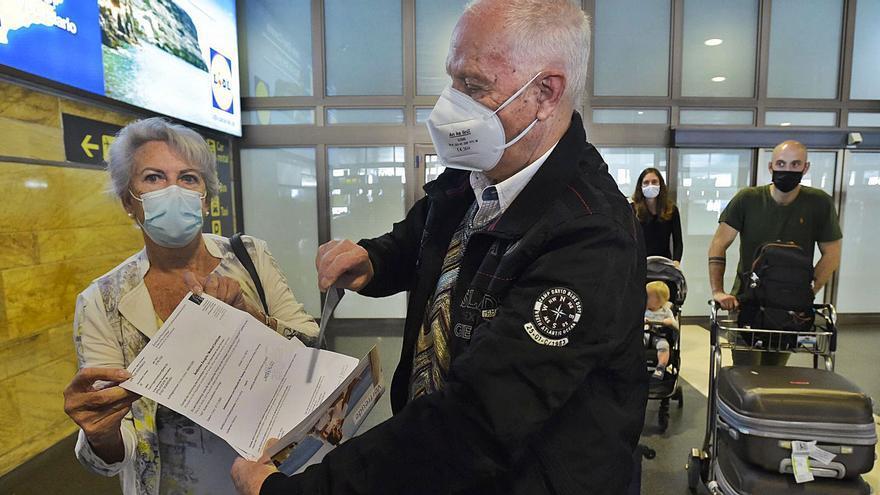 La libre entrada de los vacunados se estrena con un 25% más de vuelos