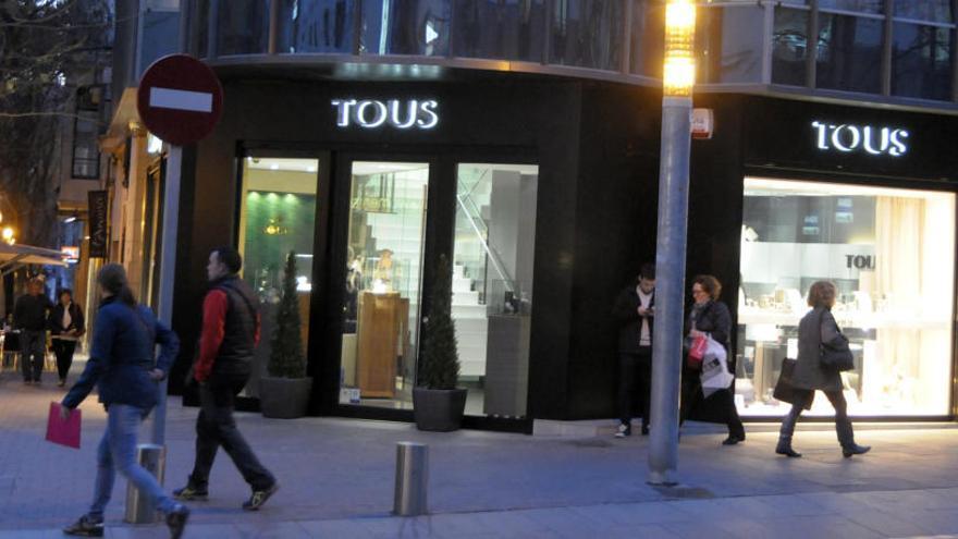 Els denunciants de Tous acrediten que la companyia ven joies amb material fraudulent