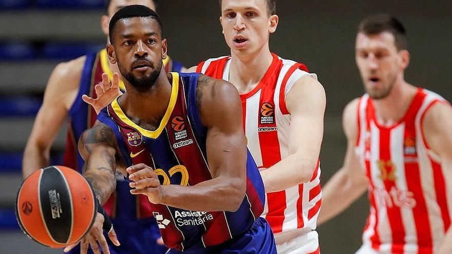 La defensa del Barcelona anula al Estrella Roja y le aúpa al liderato
