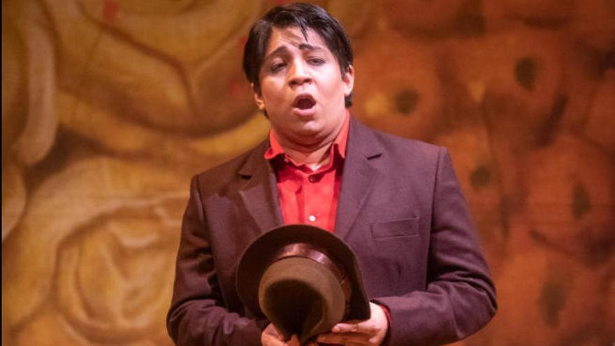 El tenor peruano Iván Ayón bisó el aria 'La furtiva lágrima' en el Pérez Galdós