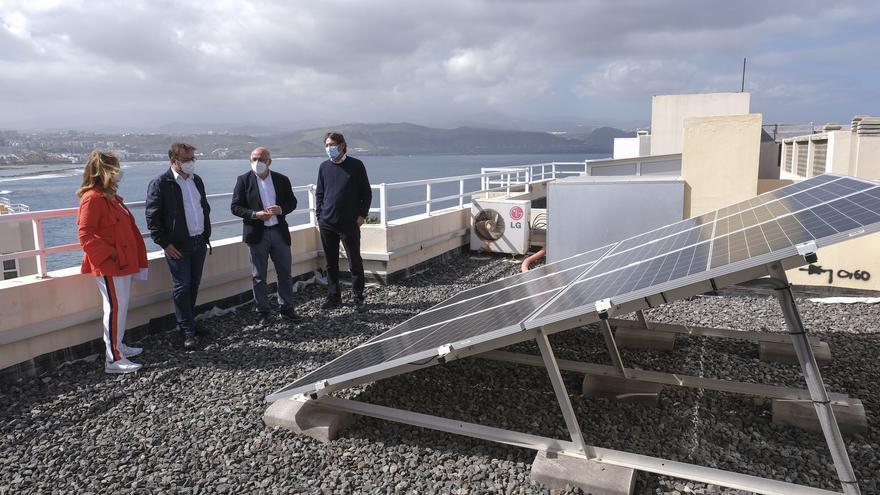"""Ayudas de 400.000 euros para instalar placas solares y contribuir a la """"revolución de las azoteas"""" de Gran Canaria"""