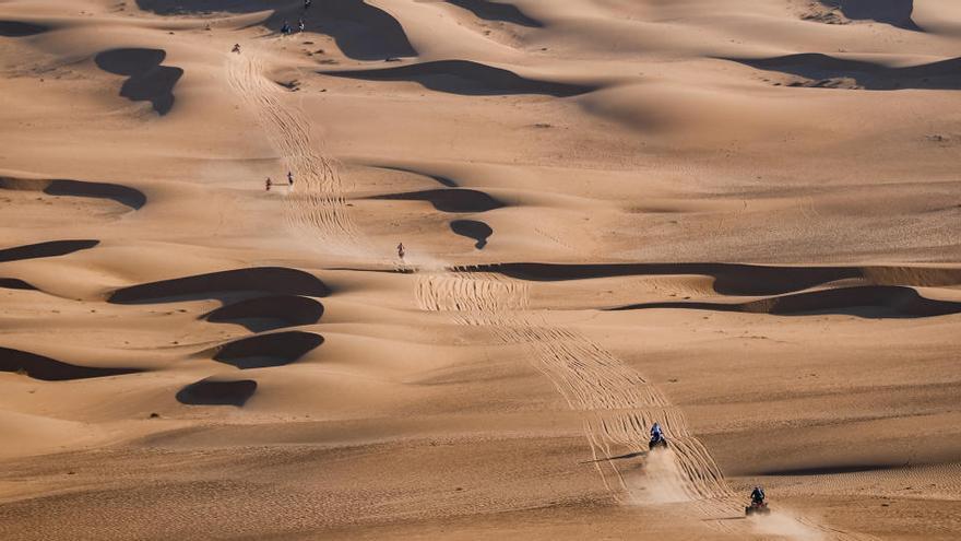 Gerard Farrés puja al tercer lloc entre els buguis al Dakar