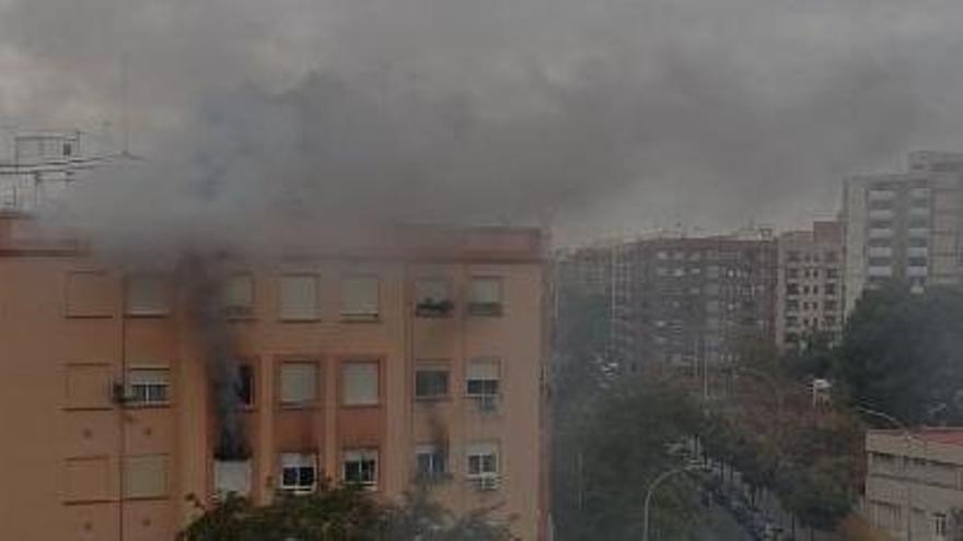 Cuatro heridos en un incendio en València