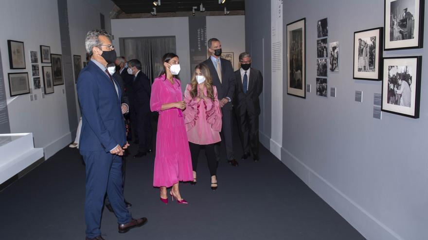 Los Reyes inauguran una exposición sobre el legado de Berlanga