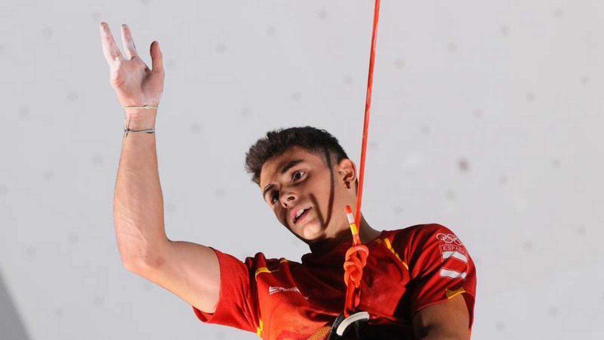 L'entrenador de l'escalador, el català David Macià, l'estava preparant per París 2024