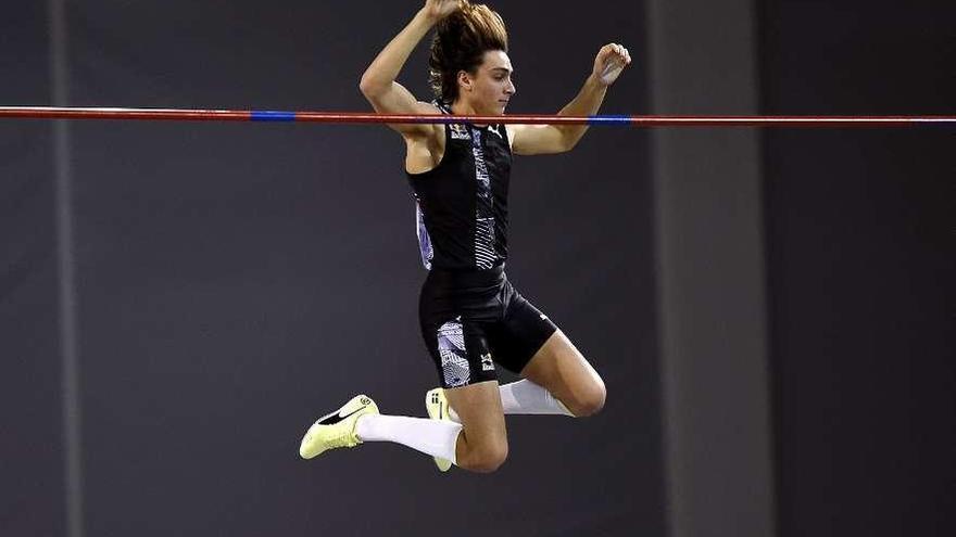Duplantis sube el récord del mundo de salto con pértiga a los 6,18 metros