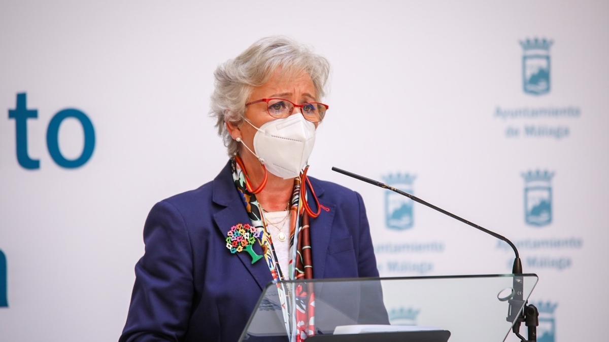 La concejala de Servicios Operativos y responsable de la empresa municipal, Teresa Porras, en rueda de prensa