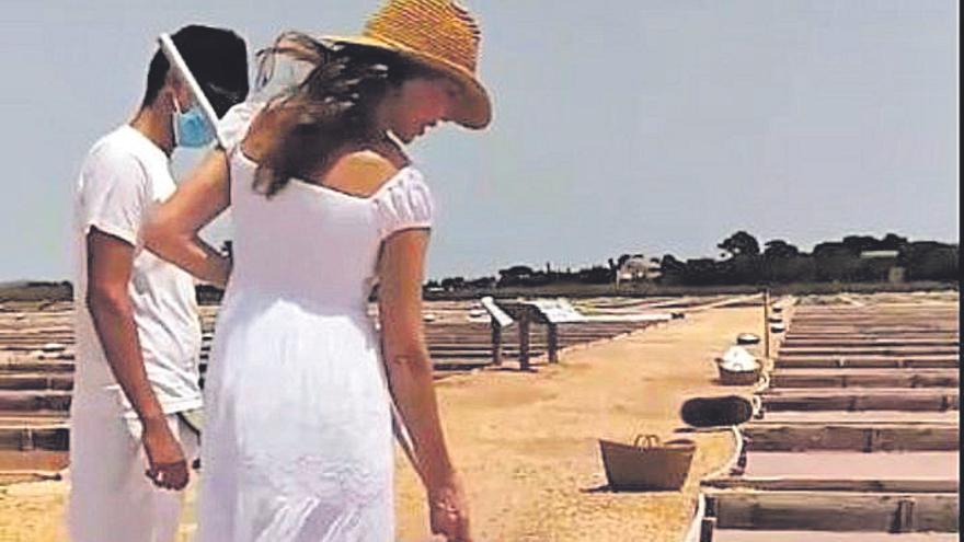 Paloma Lago visita las salinas de Flor de Sal d'Es Trenc