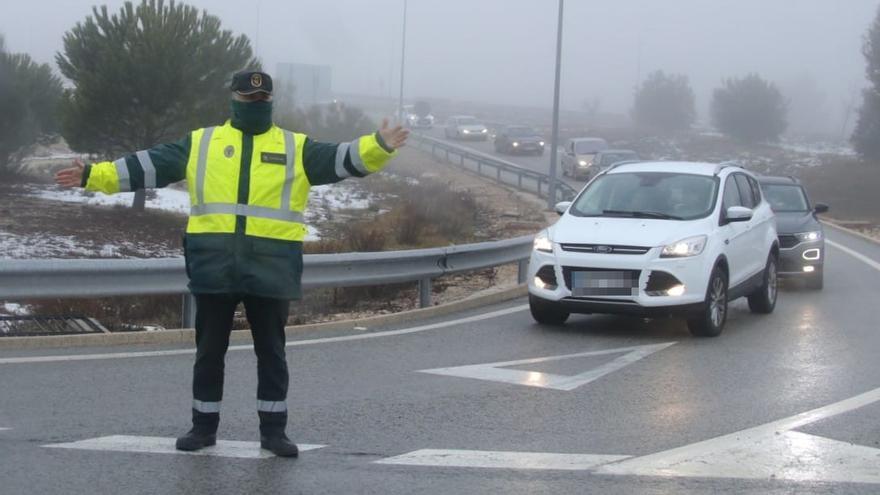 Cierran La Carrasqueta por el caos de tráfico generado por las visitas a la nieve