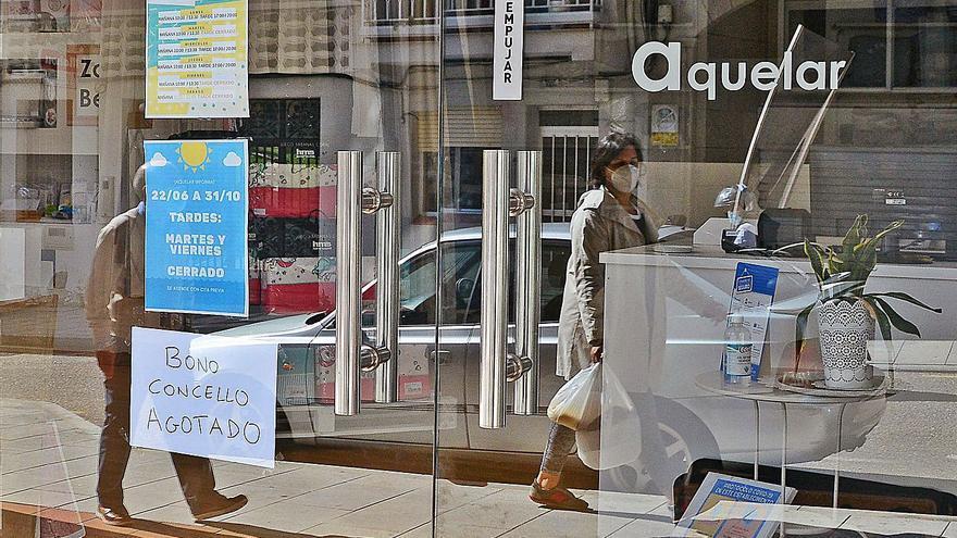 """Cangas repetirá con el bono comercio, un modelo que """"copian"""" otras villas gallegas"""