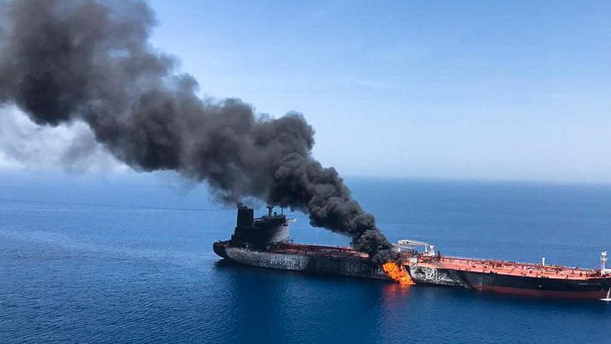Els EUA acusen l'Iran d'estar darrere dels atacs contra dos petroliers al golf d'Oman