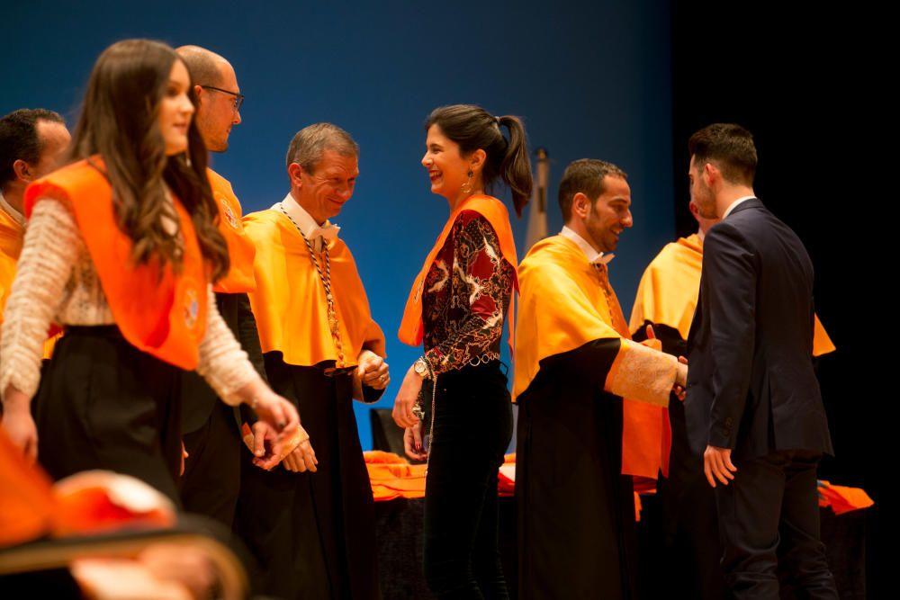 Graduación de alumnos de la Facultad de Económicas
