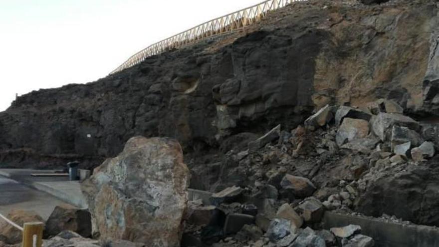 Parte del acantilado del Yacimiento de Gáldar se derrumba