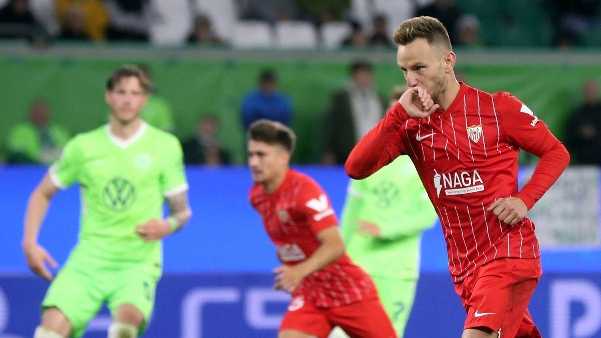 Rakitic celebra su gol al Wolfsburgo.