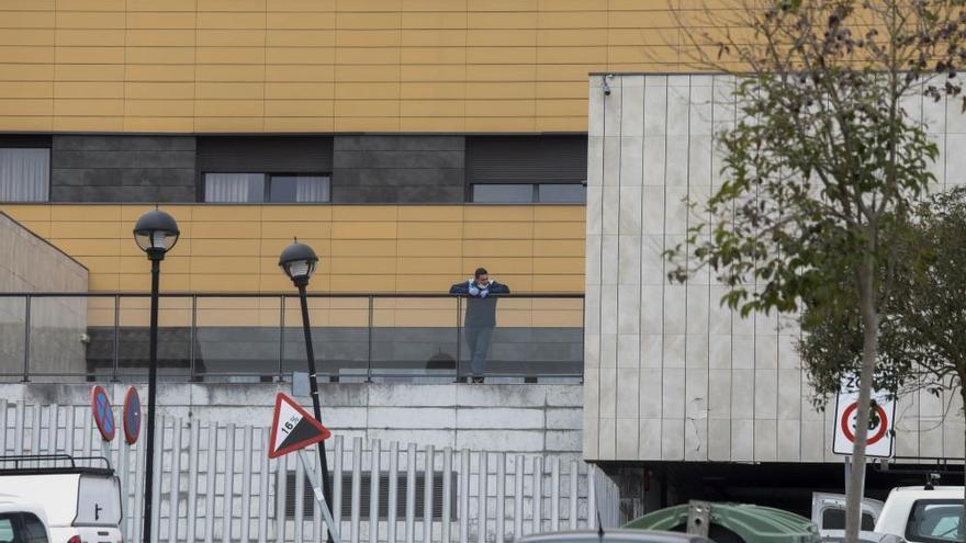 Coronavirus en Asturias: La residencia El Villar, en Piedaras Blancas, desinfectada