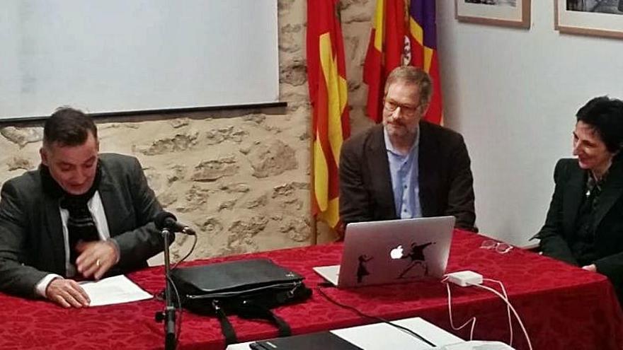 Belén Moneo presenta  el proyecto de reforma  de la plaza de la Vila