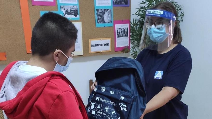 """La Fundación """"la Caixa"""" y CaixaBank facilitan que cerca de 3.000 menores vuelvan al colegio en mayor igualdad de condiciones"""
