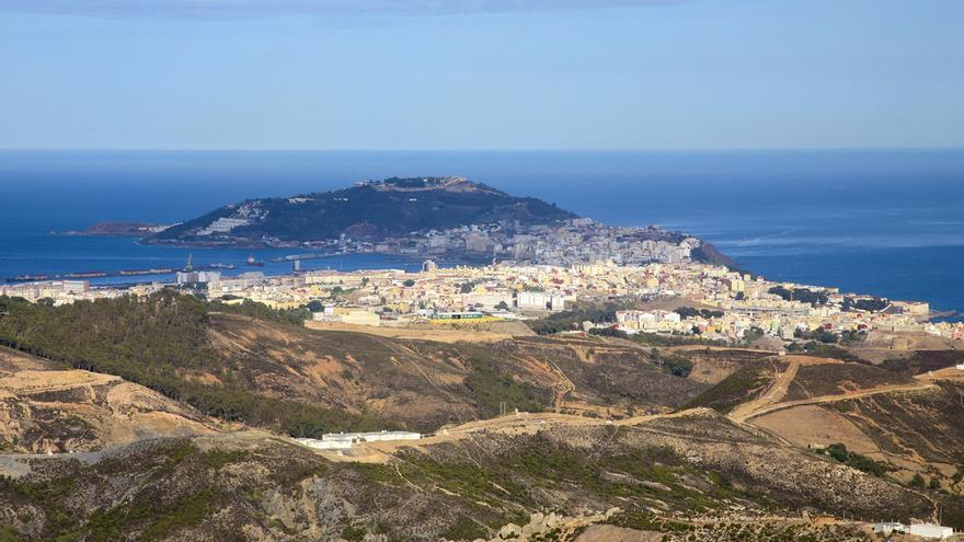 Hallan una bolsa con el cadáver de un perro con las patas atadas en Ceuta
