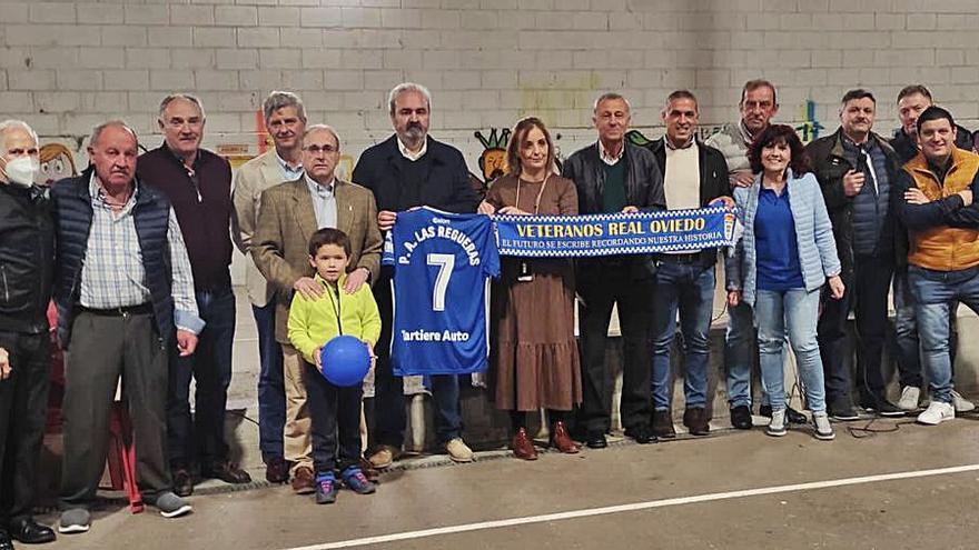 La peña azul Las Regueras celebra sus siete años
