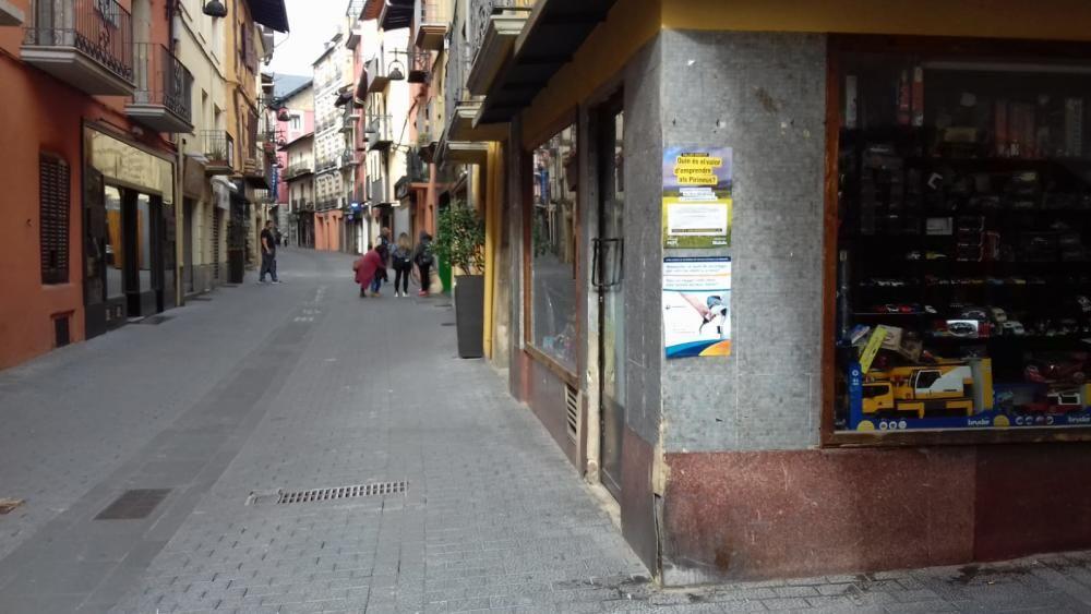 Comerç tancat i carrers buits a Puigcerdà