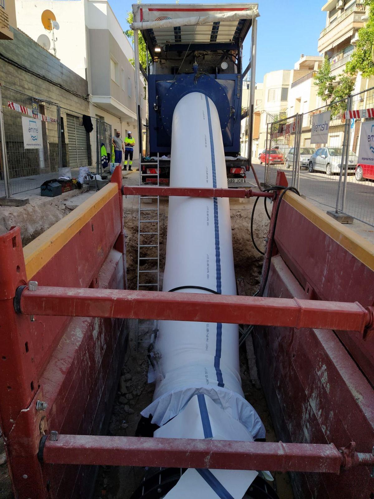 Una revolucionaria técnica para no abrir zanjas en las obras de una tubería en Manises