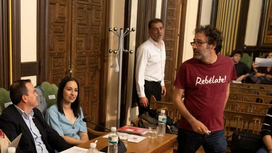 Miguel Ángel Viñas y Francisco José Requejo en un Pleno municipal.