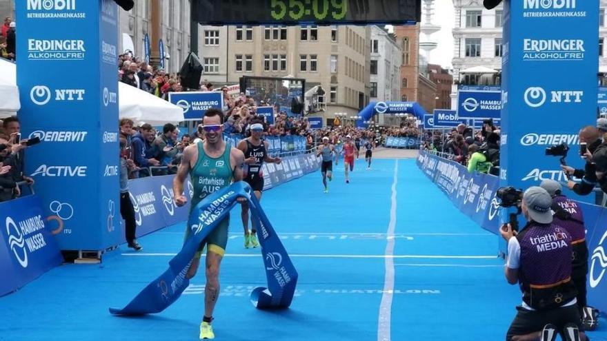 Mario Mola es cuarto en Hamburgo y se sitúa quinto en el Mundial de triatlón