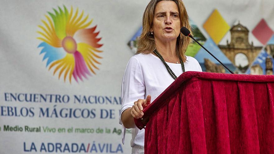 """La ministra Ribera apuesta por recuperar el """"espíritu de trabajo conjunto"""" sobre el lobo"""
