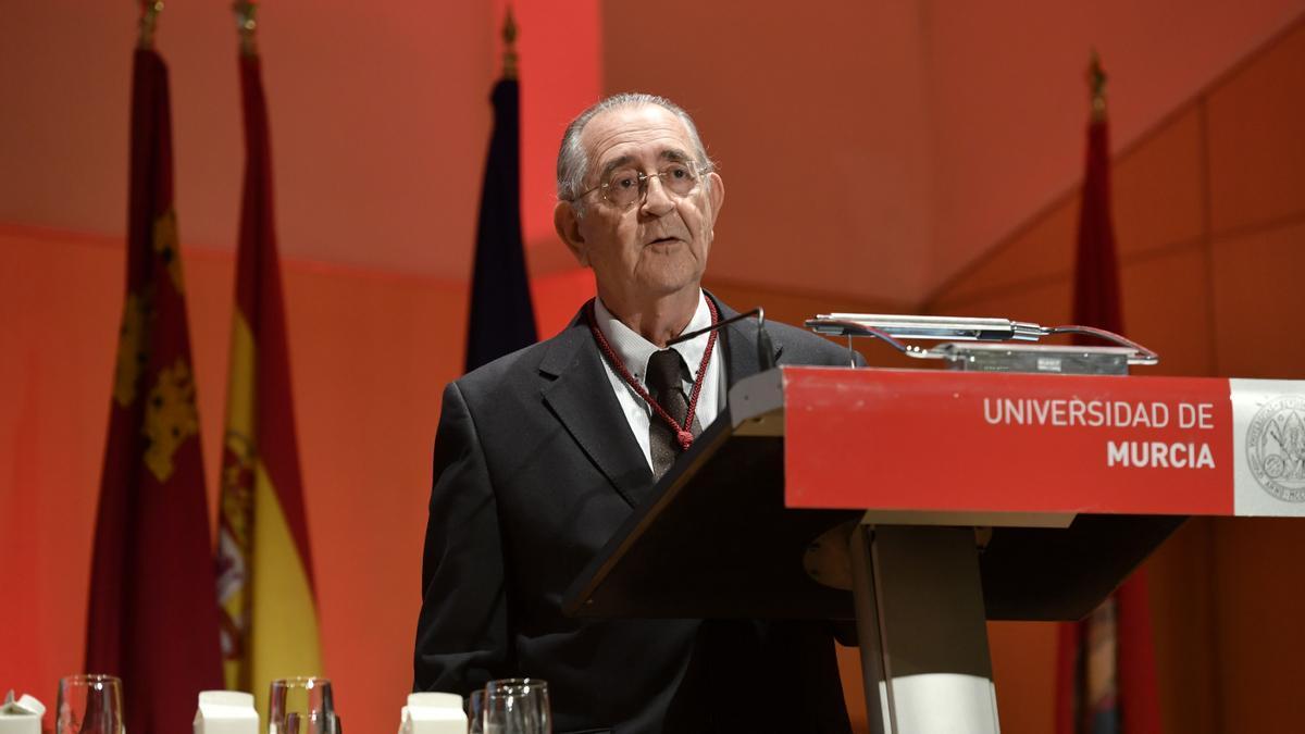 Juan Roca en el acto de recibir la Medalla de Oro de la UMU 14 de febrero 2020