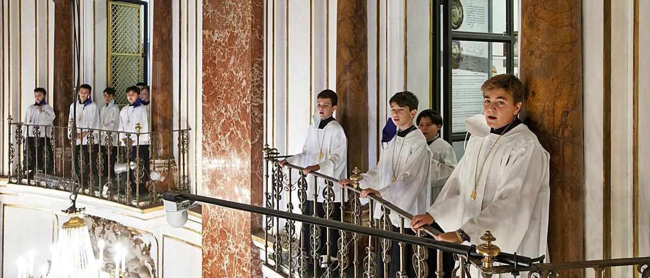 Los niños de la Escolanía han cantado numerosas veces, pero desde los balcones.  | V. GUTIÉRREZ / AVAN