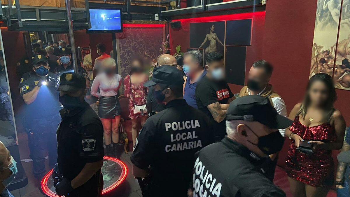 Local hostess in Santa Cruz de Tenerife sanctioned by the Local Police.