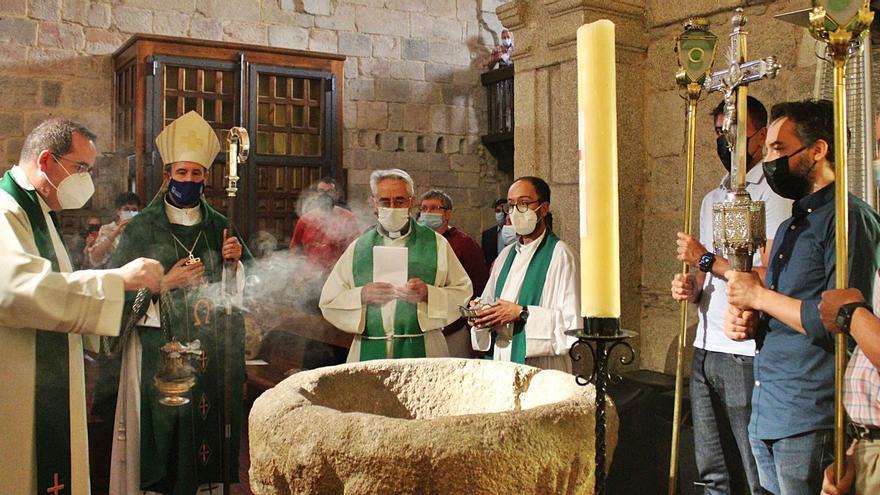 Agustín Rubio recibe la parroquia de Puebla de Sanabria de manos del Obispo